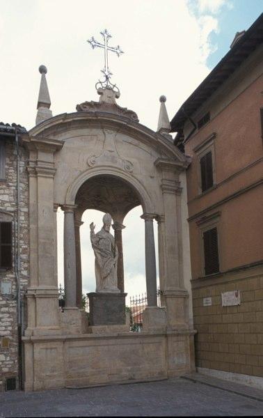 Gubbio - StatuaSUbaldoa)
