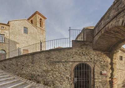 Monte Santa Maria Tiberina - arco e chiesa