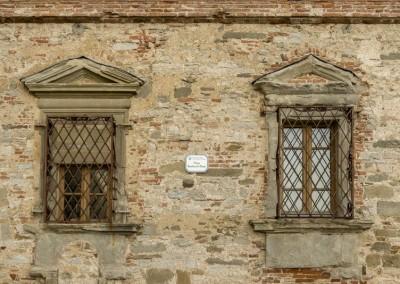 Monte Santa Maria Tiberina - mura e finestre