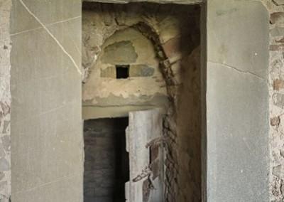 Monte Santa Maria Tiberina - porta prigioni