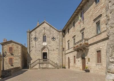 Pietralunga - palazzo comunale e pieve santa maria