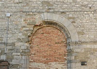 Pietralunga - portale romanico