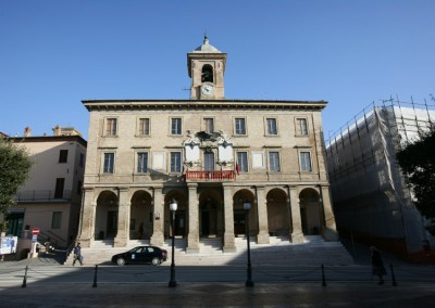 Sigillo - Palazzo Comunale b)
