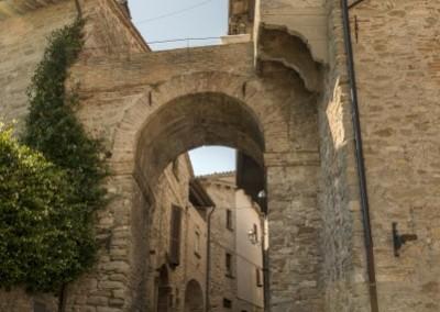 Valfabbrica - porta sulle mura