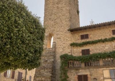 Valfabbrica - torre medievale dalla fontana